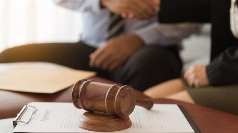 Есть ли у наследника возможность передать право вступления доверенному лицу